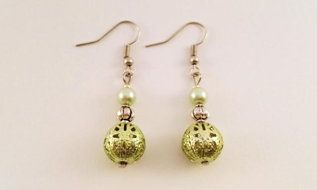 Boucle-doreilles-pendantes-perle-metal-verte